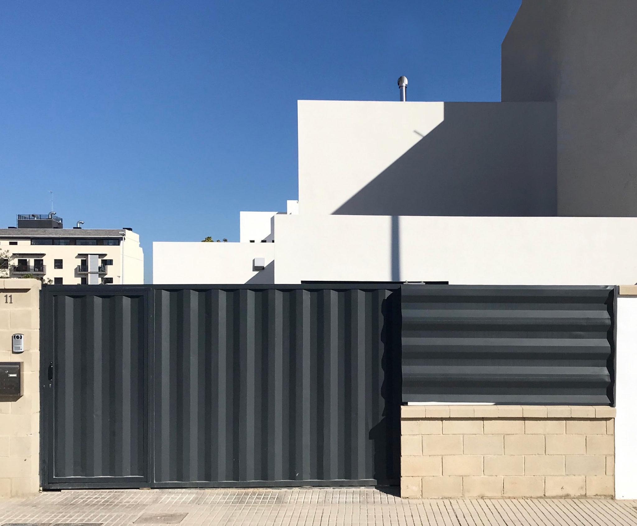 vivienda modular entre patios